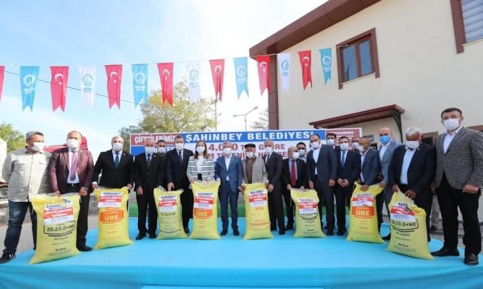 Şahinbey'den Gübre dağıtımına devam